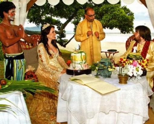 Свадьбу отыграли в оригинальном стиле. Фото