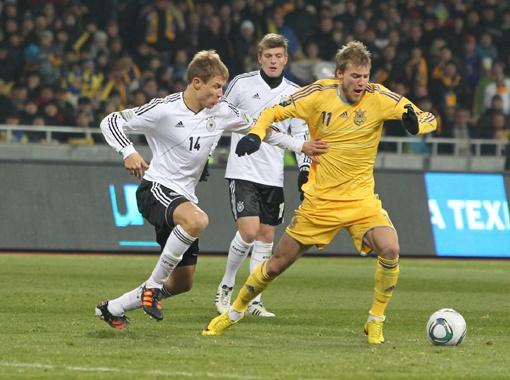 Сборная Украины порадовала фанатов, дав на финише года настоящий бой самим немцам. Фото Максима ЛЮКОВА.