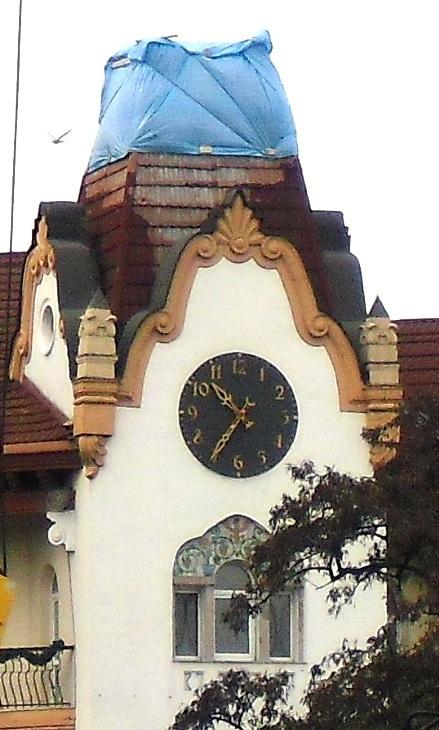 Как и сто лет назад, по этим часикам днепропетровцы снова могут сверять точное время.Фото Павла ДИНЦА.