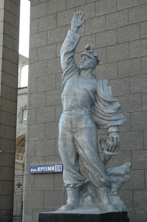 Эксперты пришли к выводу, что реставрировать скульптуру не имеет смысла .Фото Константина БУНОВСКОГО.