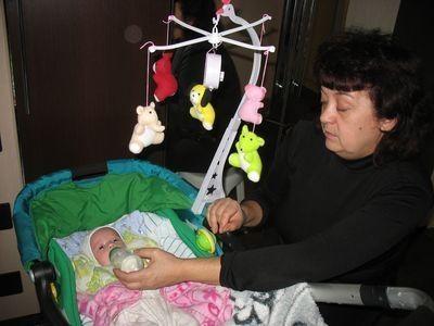 Малышкой занимается бабушка. Фото из архива семьи