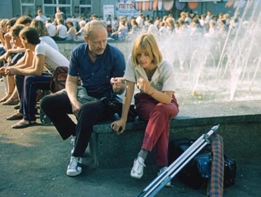 Вера Глаголева и Виктор Проскурин на фоне канувшего в Лету фонтана возле ЦУМа.
