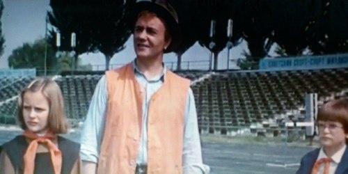 Леонид Куравлев ухитрился поработать косильщиком газона на стадионе