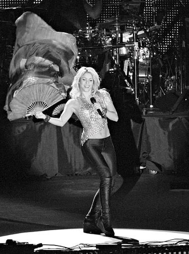 Шакира устроила танцы на главном стадионе страны.