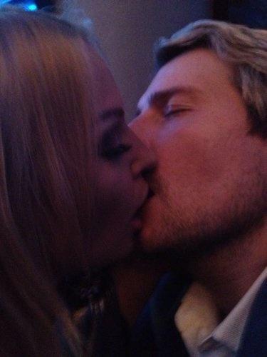 Похоже, целуются по-взрослому...Фото: