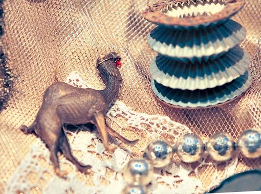 Одни из самых старинных игрушек - им более ста лет.