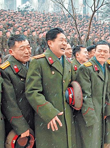 ... простые северокорейцы плачут навзрыд и верят, что он будет