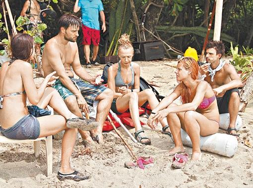 На острове участники круглосуточно жили под прицелами камер.
