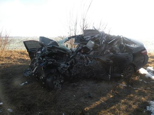Легковушка превратилась в груду железа. Фото: context.crimea.ua