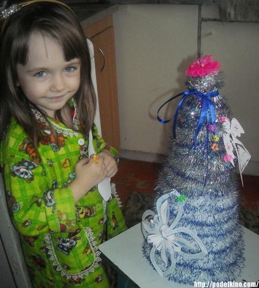- На нашей елке покупных игрушек вообще нет. Фото Ульяны Мишиной и с сайта http://podelkino.com/.