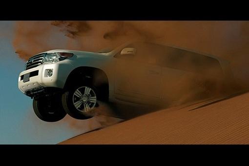 Toyota обновила систему Multi-Terrain Select, которая позволяет изменять настройки контроля тяги и ABS. Фото: avtomaniya.com