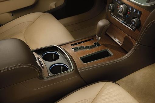 Версия Luxury Edition получила иной интерьер и менее мощный мотор. ФОТО: avtomaniya.com