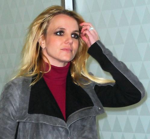 Бритни сделала слишком яркий макияж, который старил ее. Фото: Splash/All Over Press