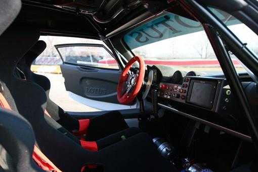 Под капотом Exige R-GT расположен 3,5-литровый двигатель с нагнетателем мощностью 345 л.с. ФОТО: avtomaniya.com