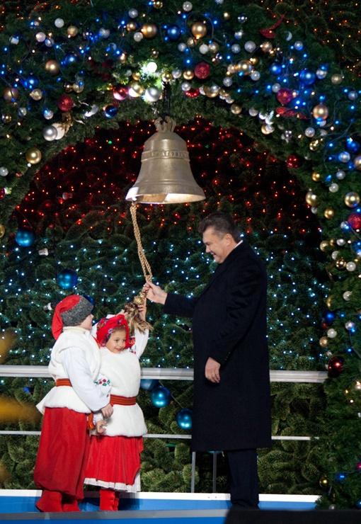 Поздравляя украинцев с Новым годом, президент уложился в три минуты.