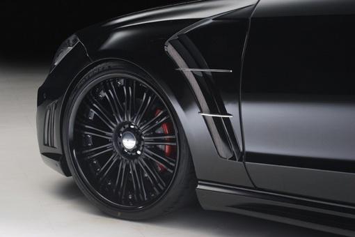 Автомобиль получил набор больших легкосплавных дисков черного цвета. ФОТО: avtomaniya.com