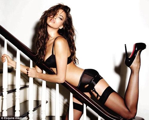 По словам модели, она с юности полюбила высокие каблуки. Фото: Esquire