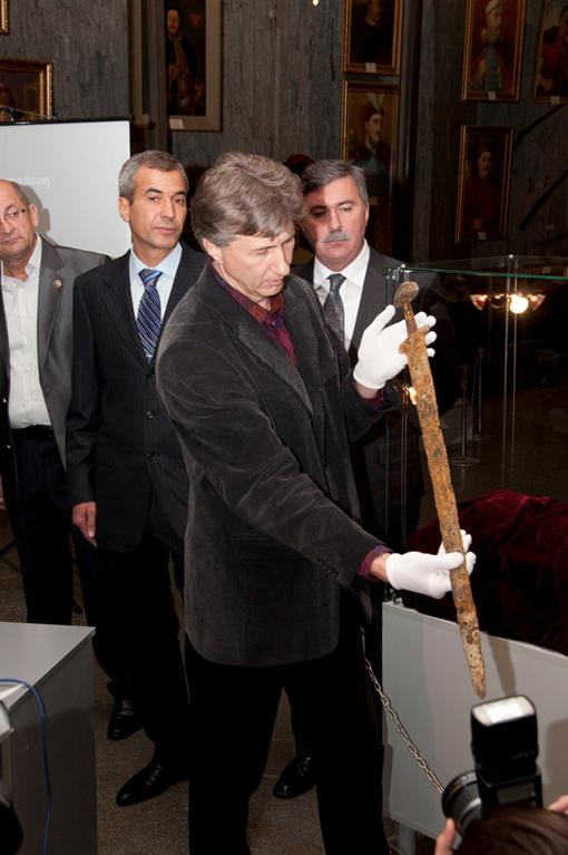 Древнее оружие из Днепра выловили рыбаки