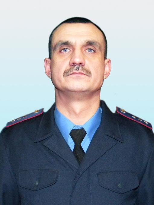Смертельно раненный Геннадий Боженко не позволил преступнику завладеть оружием.
