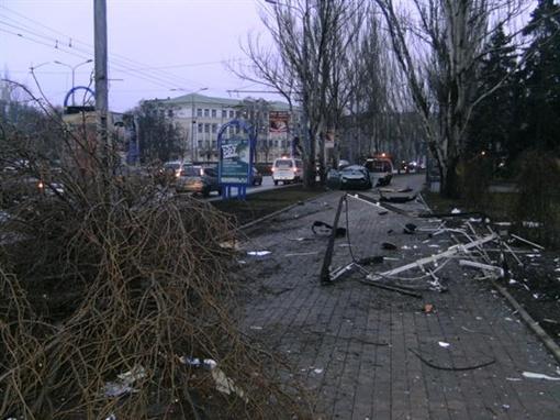 Машина врезалась в лайтбокс и два дерева. Фото ГАИ