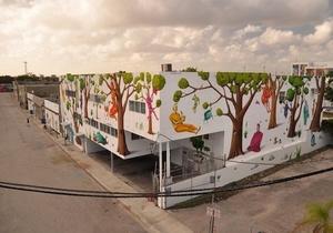 Художники разрисовали целый дом. Фото: interesnikazki.blogspot.com