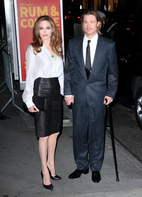 Днем раньше Джоли продемонстрировала еще один стильный наряд – тоже простой, но очень эффектный - на вручении премии американских кинокритиков New York Film Critics Circle. Фото: Splash/All Over Press