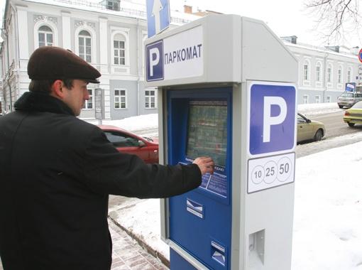 .... Но парковщики продолжают продавать талоны водителям.
