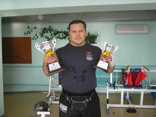 - У меня не только спортивные кубки, но и красный диплом! Фото Дмитрия ВЕРЕЩИНСКОГО,из личного архива Никиты ШЕНЦЕВА и из архива