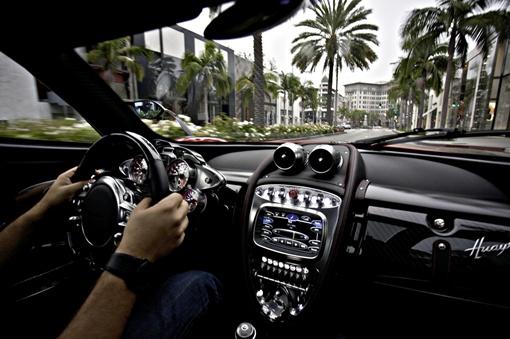 Разгон автомобиля с места до 100 км/ч занимает 3,3 секунды. Фото: avtomaniya.com