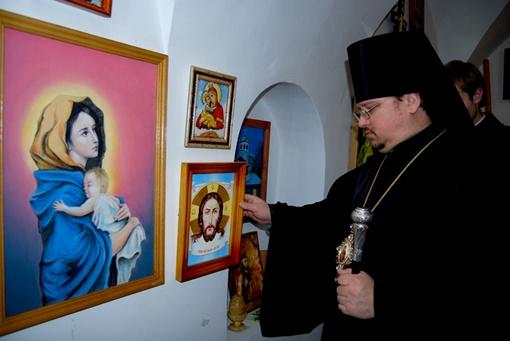 Епископ Иларий тоже пришел на выставку. фото: пресс-службы Национального Киево-Печерского историко-культурного заповедника