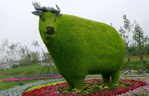 Такие объемные скульптуры предлагают установить киевляне Фото с сайта: stolichni.in.ua