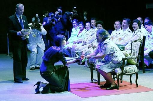 Ксения обменивается подарками с Принцессой Тайланда. Фото с официального сайта Ксении Симоновой.