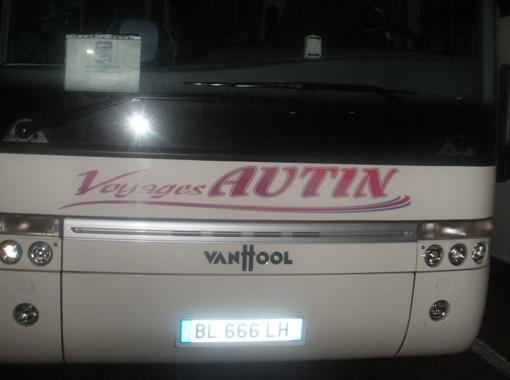 Таким автобусом пытались напугать наших во Франции. Не вышло! Фото пресс-службы ХК