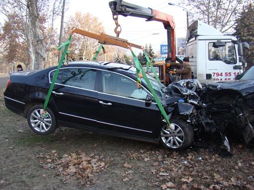 Удар был настолько силен, что оба авто развернуло.