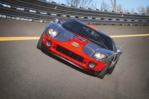 Из модели 2004 года получился новый автомобиль с тщательно разработанным комплектом обновлений, свежей цветовой схемой и потрясающим количеством мощности.