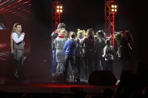 После каждого выступления на сцену выбегали толпы поклонников. Фото предоставлено каналом СТБ.