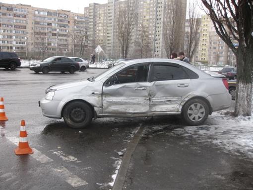 Легковая машина пострадала сильнее. Фото пресс службы УГАИ Киева