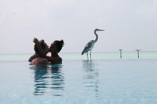 С милым рай и на Мальдивах... Фото: Facebook Санты Димопулос