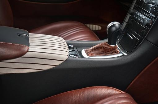 Для отделки авто использовали тщательно выделанную кожу темно-коричневых тонов. ФОТО: avtomaniya.com