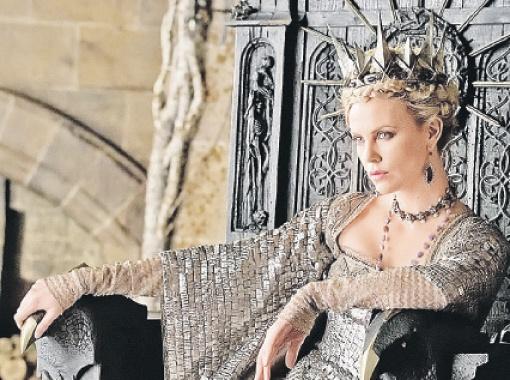 Злая королева в исполнении Шарлиз Терон (