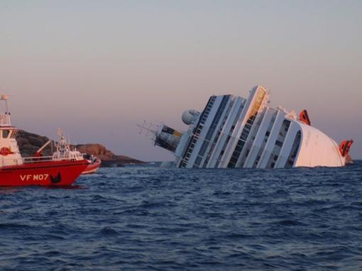 Эвакуация людей с лайнера проходила при помощи судов береговой охраны и спасательных шлюпок, кроме того, для спасения пассажиров был задействован вертолет
