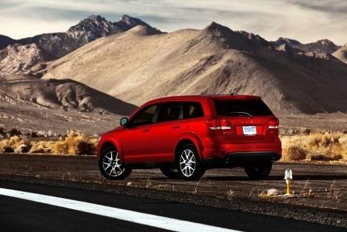 Dodge Journey получил совершенно новую подвеску, новый 6-цилидровый 283-сильный двигатель