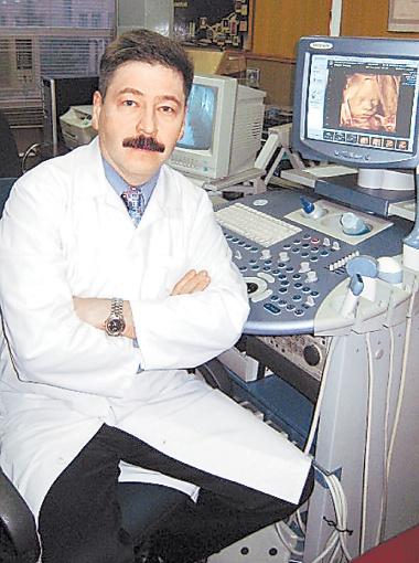 За последний месяц Николай Веропотвелян успешно провел уже три внутриутробных переливания крови. Сейчас готовится к четвертому.
