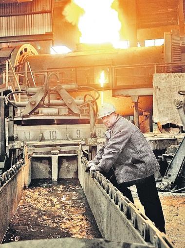 Люди, работающие на сложном производстве, должны получать достойную зарплату.