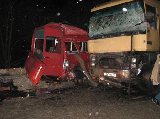 Два человека скончались а руках у медиков. Фото пресс-службы УГАИ в Ровенской области