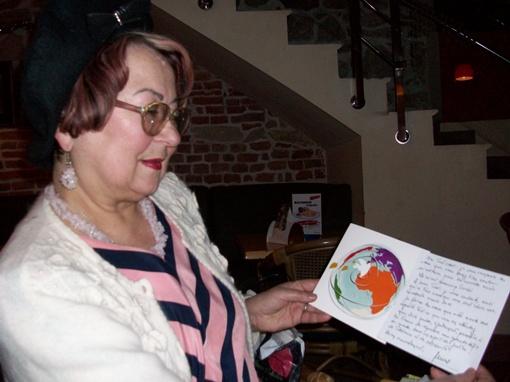 Письма от Ширака на французском языке Кристина читает сама, а если что-то сложное, сын помогает с переводом