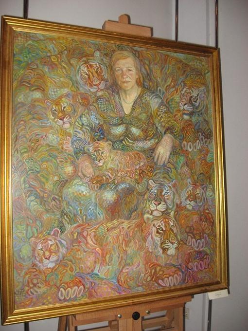 Портрет мамы художника занимает место в начале экспозиции. Именно ей автор и посвятил проект.