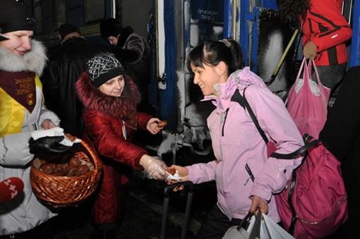 Для акции активистки испекли тысячу пончиков