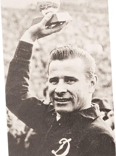 Лев Иванович с призом лучшему игроку Европы 1963 года. Ни до, ни после него вратари такого успеха не добивались.