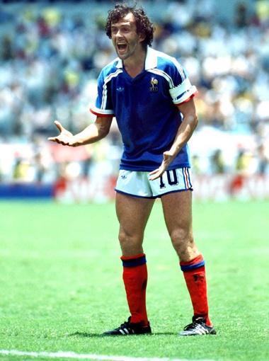 ...  Как он играл, так сейчас и рулит всем европейским футболом. Молодец, Мишель!